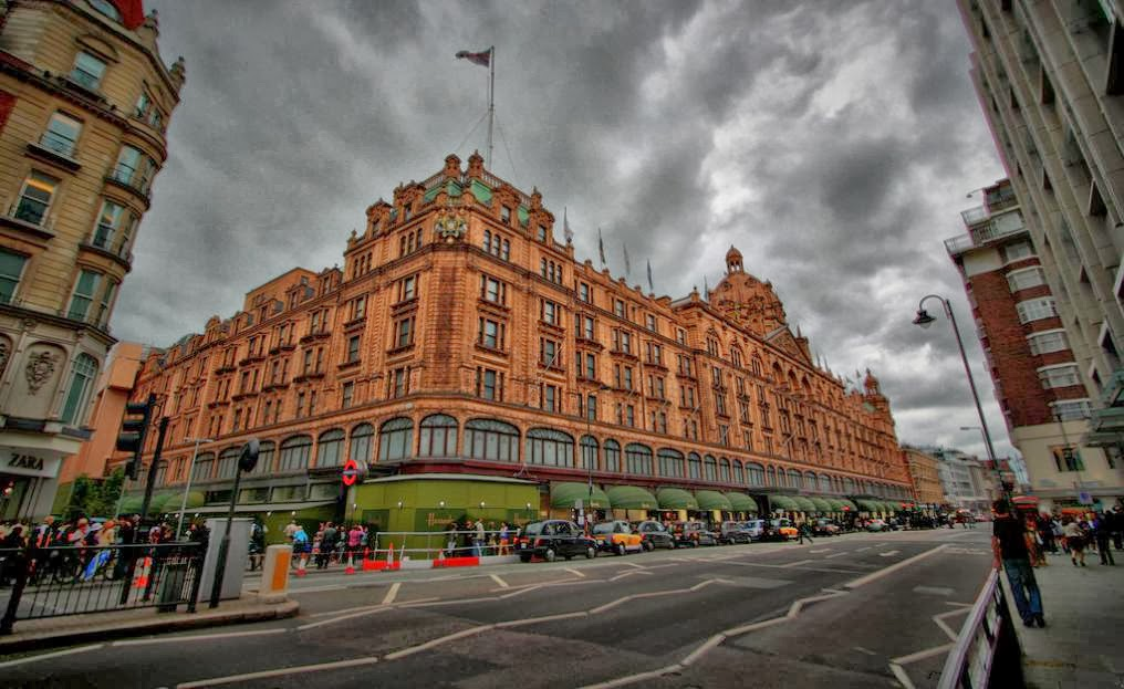 You can purchase anything from historic 18th century dinner plates or giant teddy bears to exquisite caviar. & LONDON ATTRACTIONS- HIGHLIGHT OFTHE DAY- Harrods | Alison Tours