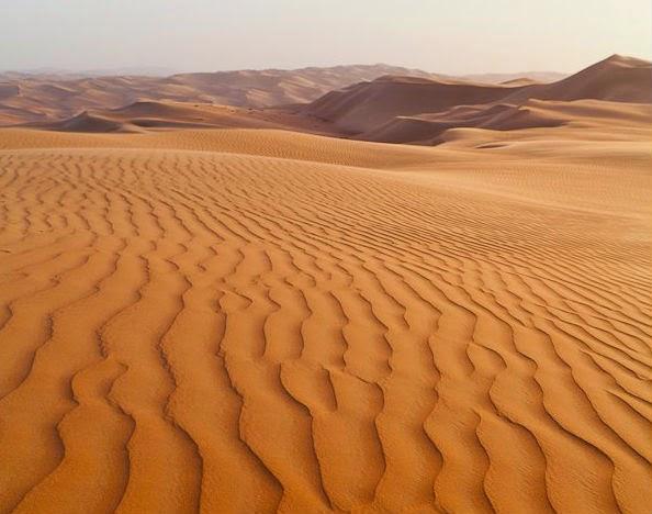 الخطوط والأنماط في الصحراء