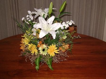 Los lirios del campo arte floral centro de mesa con - Centro de mesa con flores artificiales ...