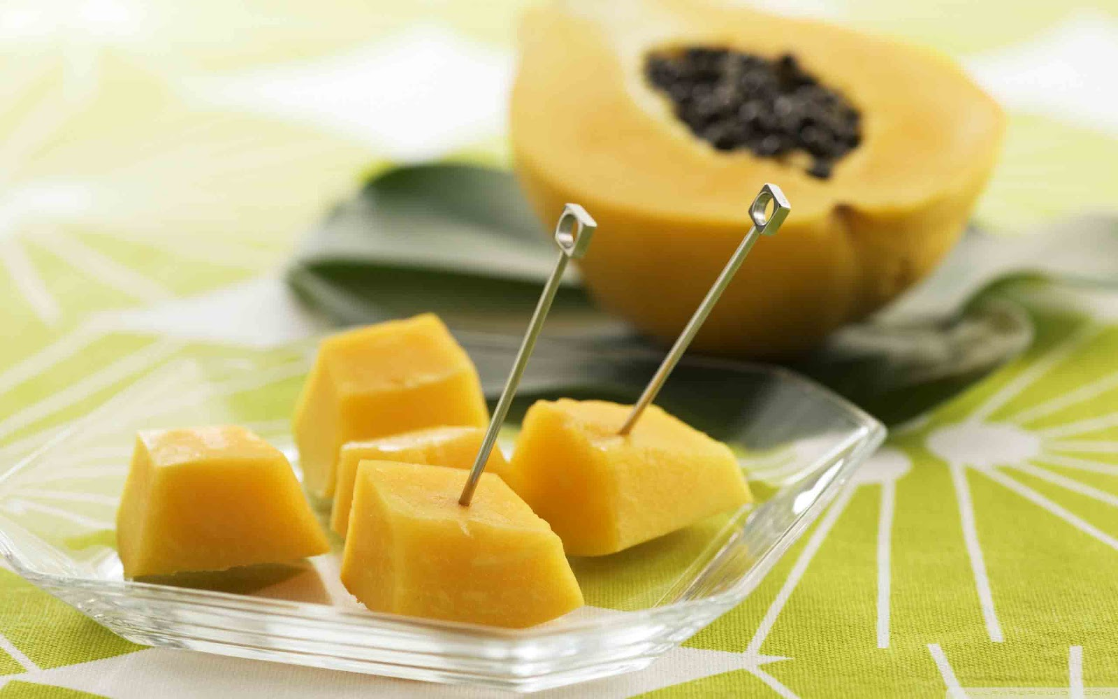 http://1.bp.blogspot.com/-EheY3IPH1qo/TzsyVhUpN8I/AAAAAAAAATk/prvtWoAdmVU/s1600/papaya_fruit-wallpaper-2560x1600.jpg