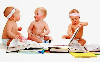Bayi-bayi lucu bermain sambil belajar