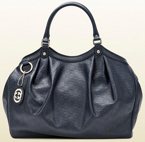 59cf0b514 As cores são variadas, nunca se esquecendo das elegantes bolsas preto e  branco, fora a estampa de animal-print (onça, cobra e zebra)!.