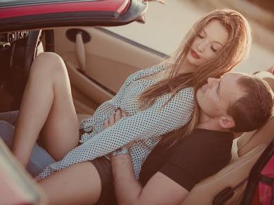 fotos de enamorados en coche