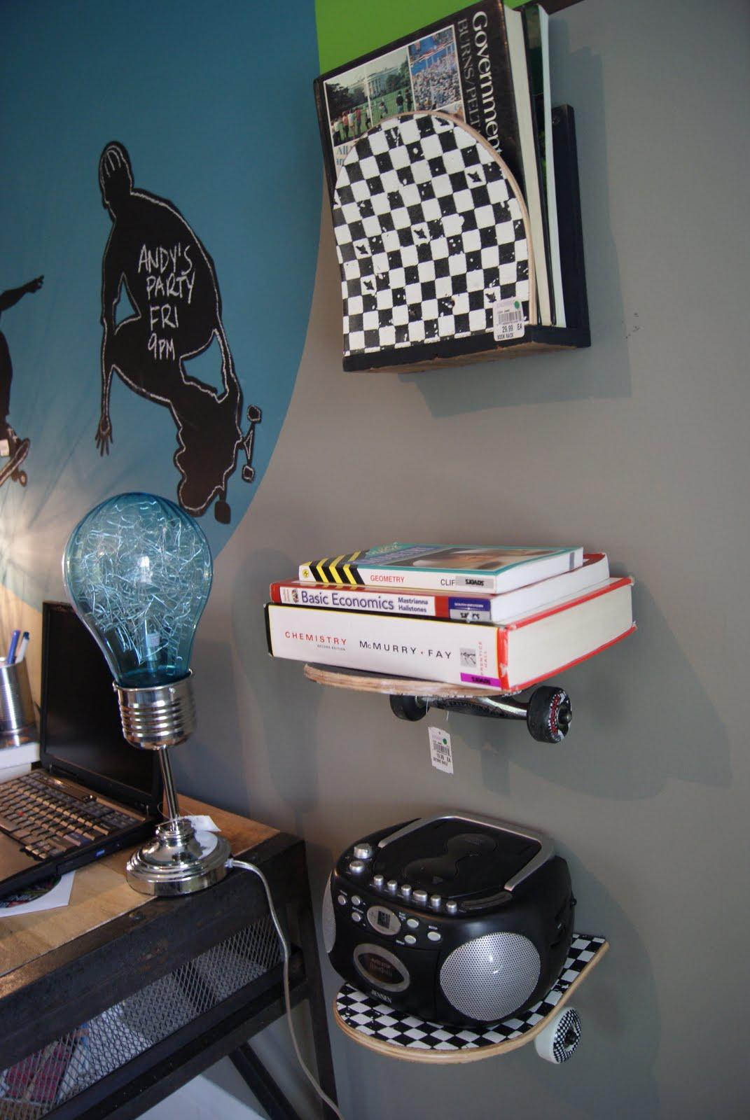 Skateboard decor on pinterest skateboard shelves for Boys skateboard bedroom ideas