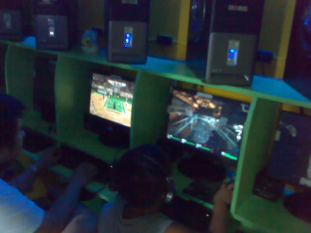 mga batang adik sa computer Isa rito ang maaaring epekto sa kakayahan ng batang makitungo sa  ipagamit  ang mga gadget sa mga batang may edad 0-2 years old.