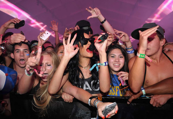 Rihanna singing in the crowd at 2012 Coachella Festival