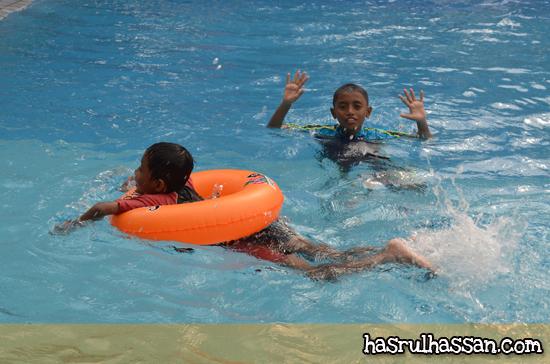Ajarkan Anak Pandai Berenang