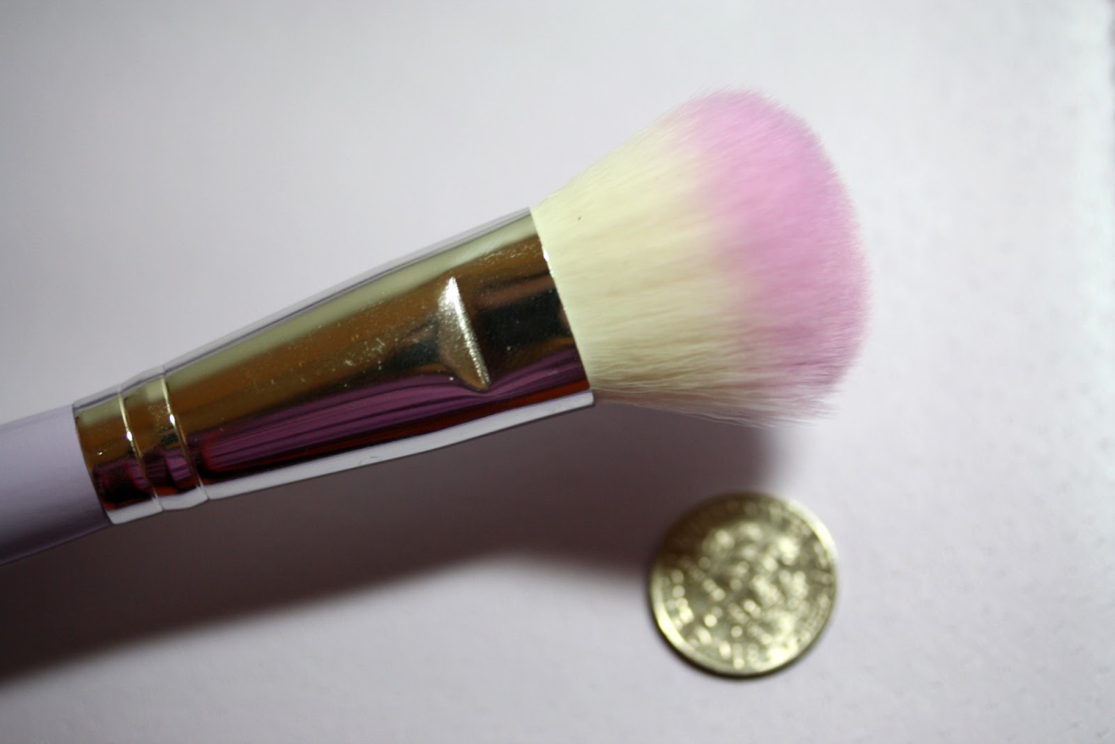 Manicurity | Crown Brush - HD Brush Set with Tweezers + Mirror in purple is a great brush set for beginners or someone that travels a lot!