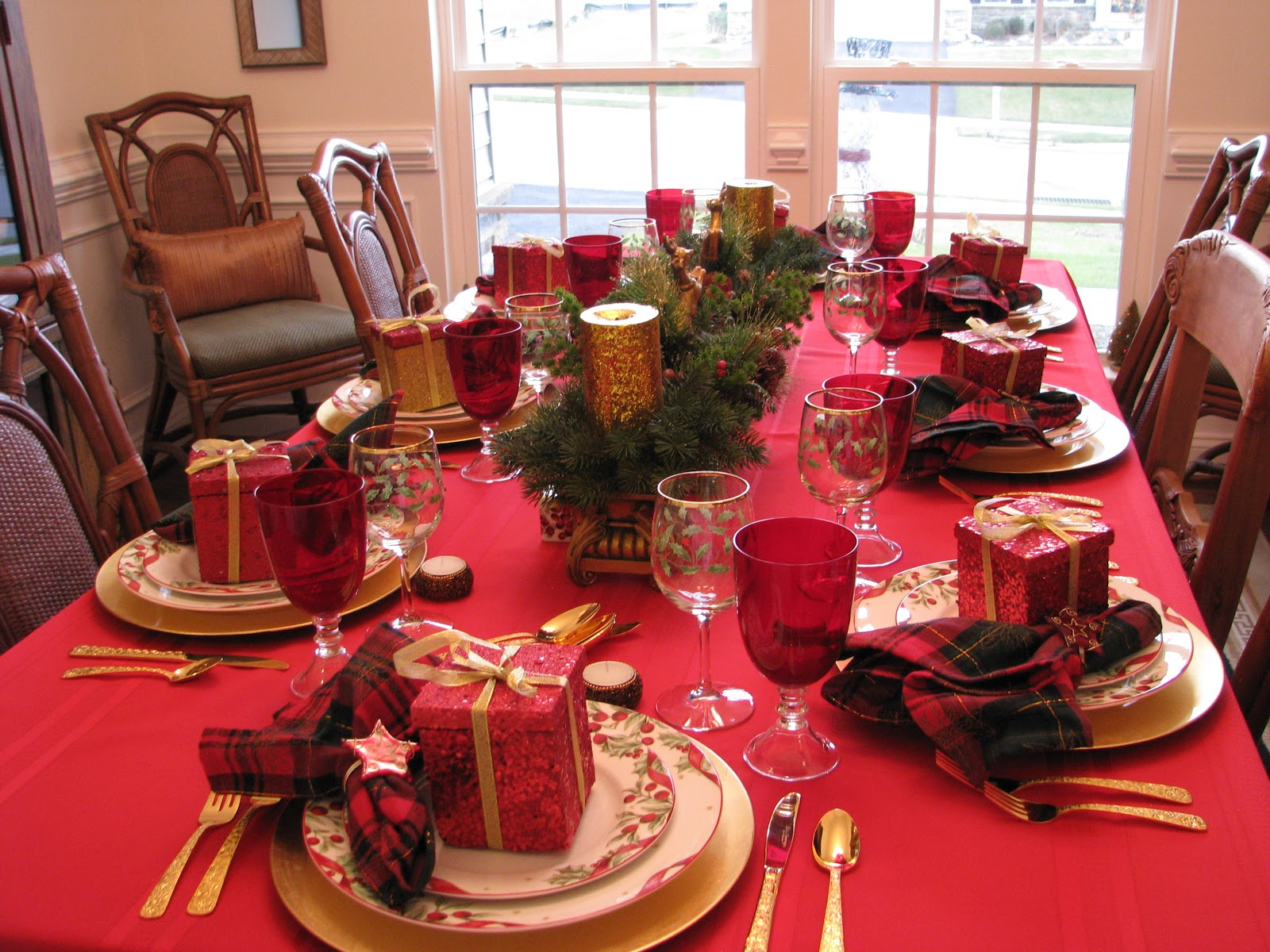 Christmas Eve Dinner Table Decorations