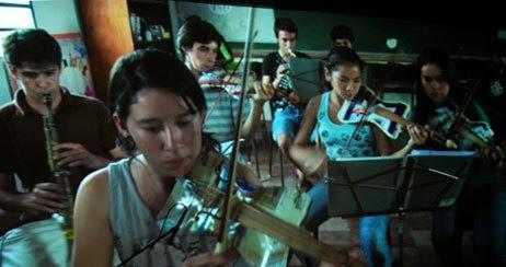 No hay límites para la creatividad. La Orquesta Reciclada. Usar la creatividad que tenemos. Ejemplo de personas creativas, ayudar a desarrollar otras personas y sus capacidades. Video Orquesta reciclada.