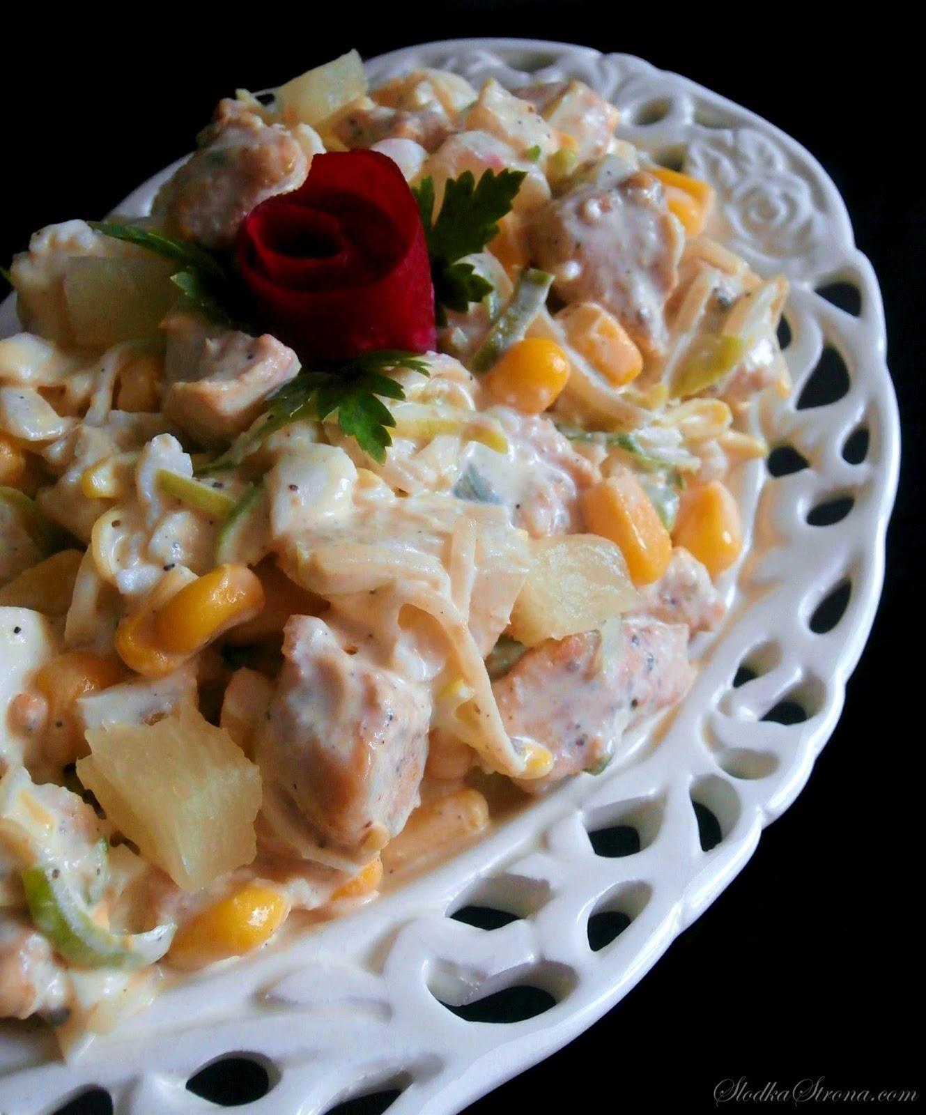 Sałatka z Kurczakiem i Ananasem - Przepis - Słodka Strona