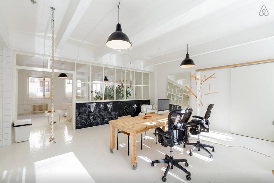 En attendant je rêve de partir à helsinki et séjourner dans ce loft aéré lumineux et très très cool disponible à la location sur airbnb