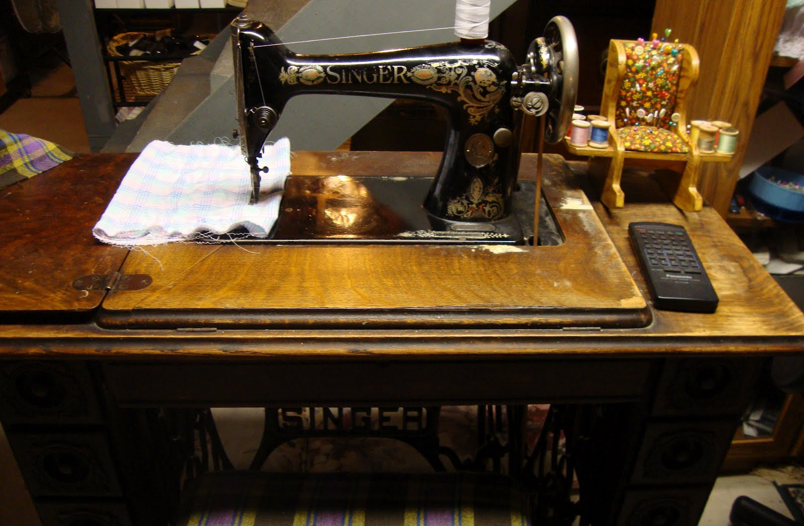 Modern day laura singer 66 review singer 66 1 treadle fandeluxe Image collections