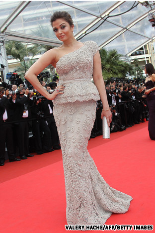 Aishwarya%2BRai%2Bget%2Bpregnant%2B%2525288%252529 SHOCKING PIC SURFACES: Did Beyonce Get PREGNANT At 15?