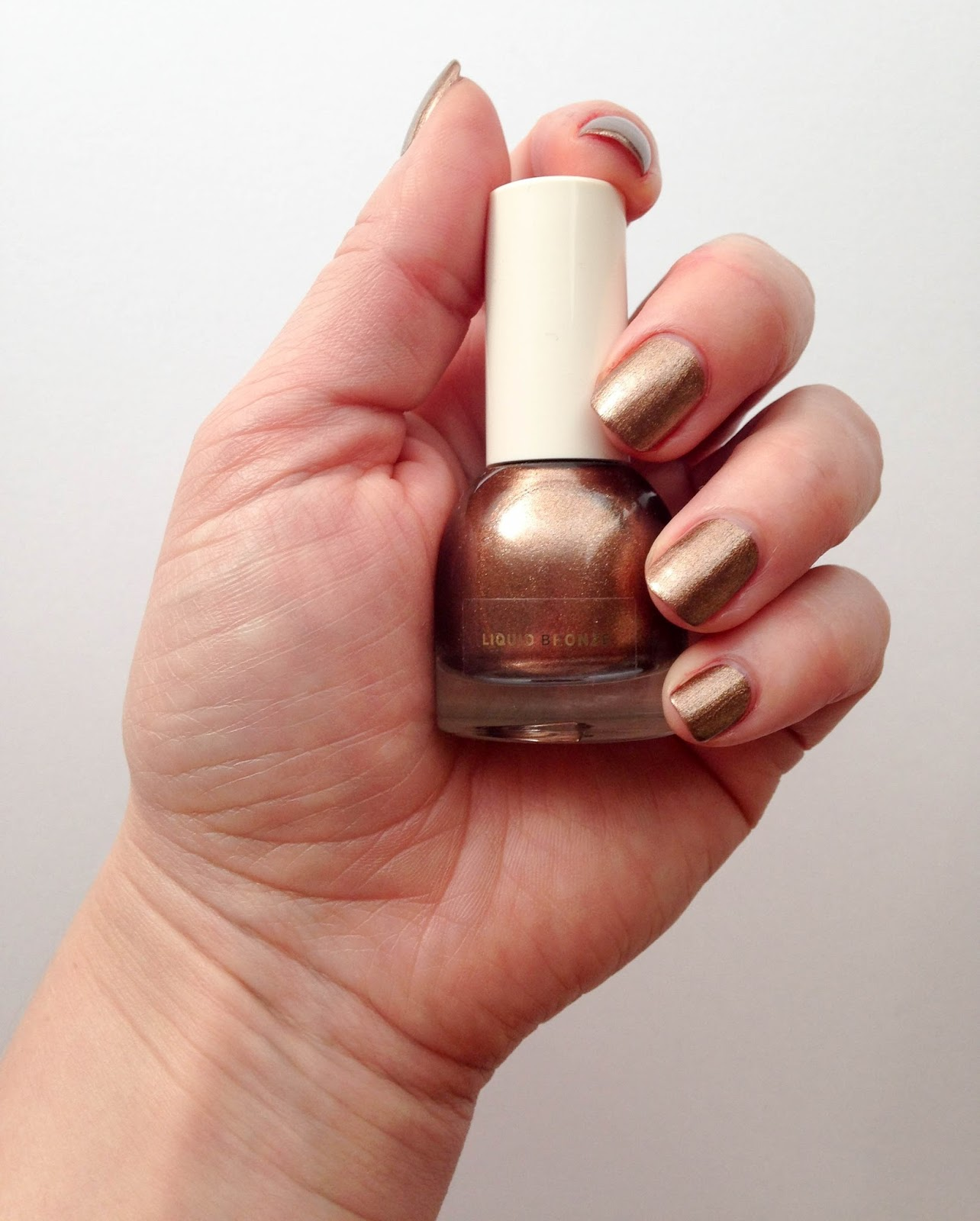 NOTD: H&M nailpolish in Liquid Bronze (501) | Wrinkles And Heels