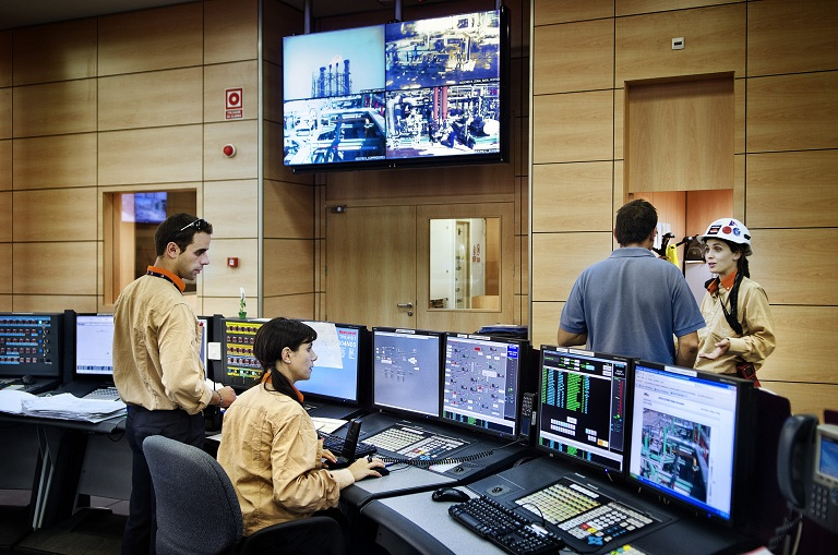 Cuarto Mas Empresa Of Alma De Herrero Refiner A Repsol De Cartagena