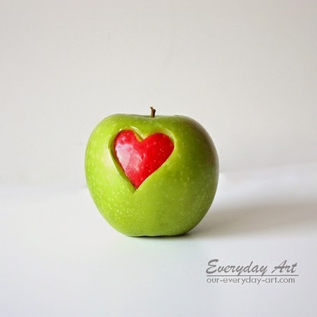 http://www.our-everyday-art.com/2014/01/teacher-valentines-gift-idea-heart-apple.html