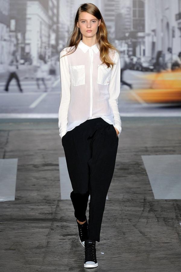 Черные брюки белая рубашка фото