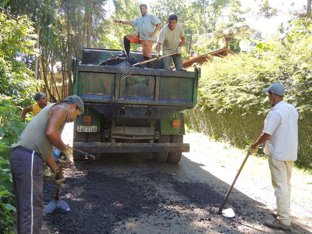 Prefeitura realiza operação tapa-buracos no Jardim Serrano