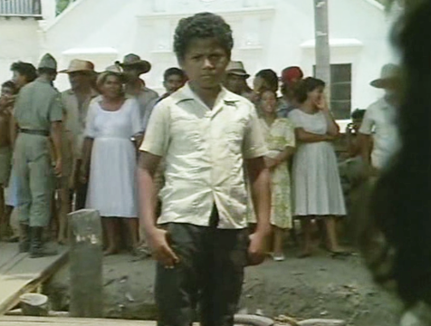 El niño admirador de Bayardo San Román en Crónica de una muerte anunciada - Cine de Escritor