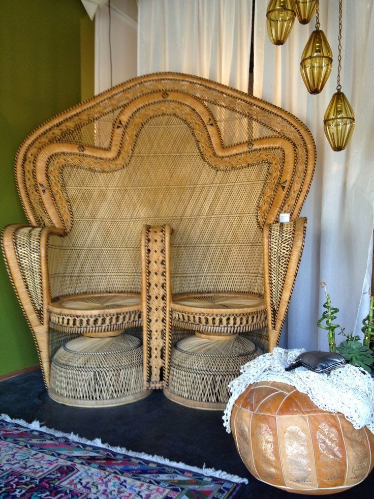 I could however only find one other image on the web! Turns out unlike  their single Peacock chair cousins these retro beauties are a real rarity!