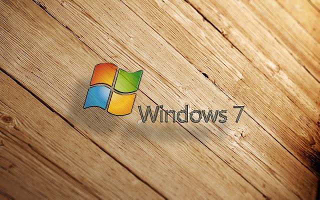 Houten Windows 7 achtergrond met gekleurd logo