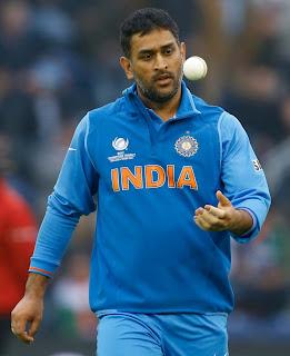 Mahendra-Singh-Dhoni-India-vs-Srilanka-ICC-champions-Trophy-2013