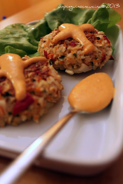 crab cakes con salsa al peperone e lime