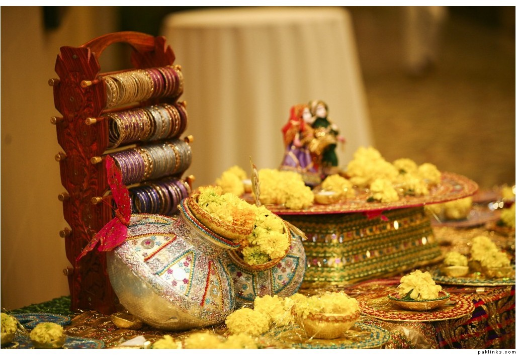 Mehndi Stage Decoration Dailymotion : Simplicity is the keynote of all true elegance mehndi