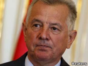 Dimite el presidente de Hungría tras perder su doctorado por plagio