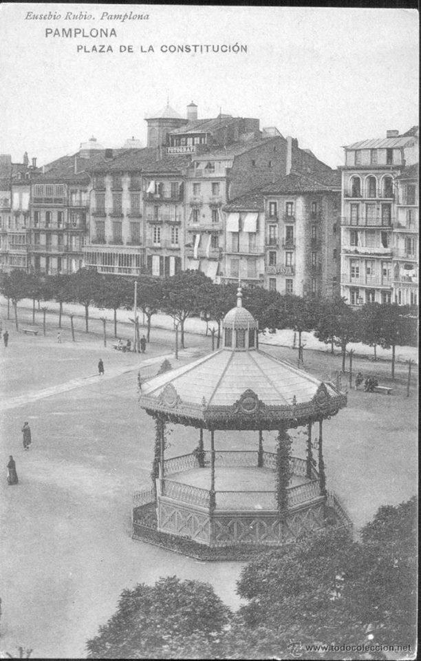 Es navarra punto com fotos antiguas plaza del castillo for Casa puntos pamplona