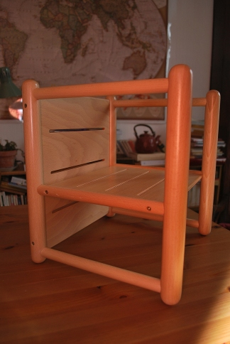 Merci qui merci montessori un no l montessorien 2 3 for Chaise montessori