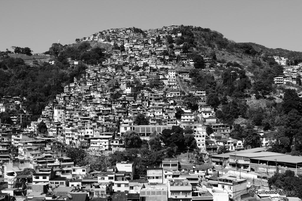 In Rio de Janeiro, Brazil, by Guillermo Aldaya / PhotoConversa