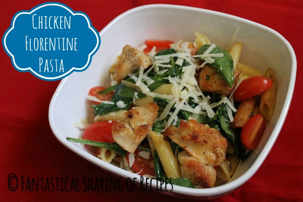 Chicken Florentine Pasta | A light pasta with veggies and chicken - no heavy sauces here! | www.fantasticalsharing.com