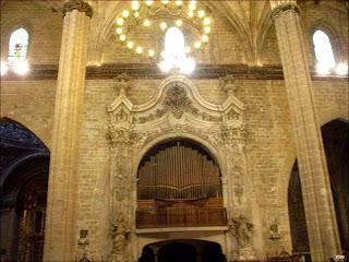 Capilla del Rosario y el órgano en la Catedral de Barbastro (Somontano, Huesca, Aragón, España)