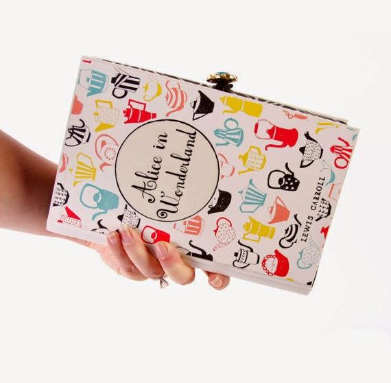 Tasche im Buch - Bastelt euch eine Clutch