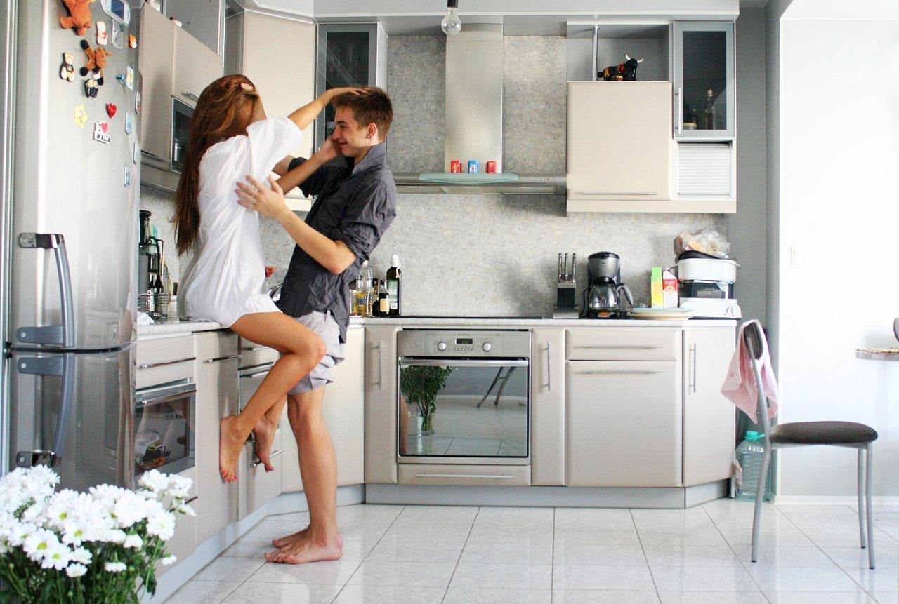 Секс с мужем на час на кухне 22 фотография