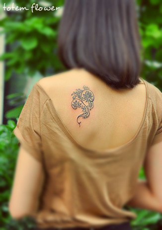 exquisite tribal flower tattoo design under the shoulder