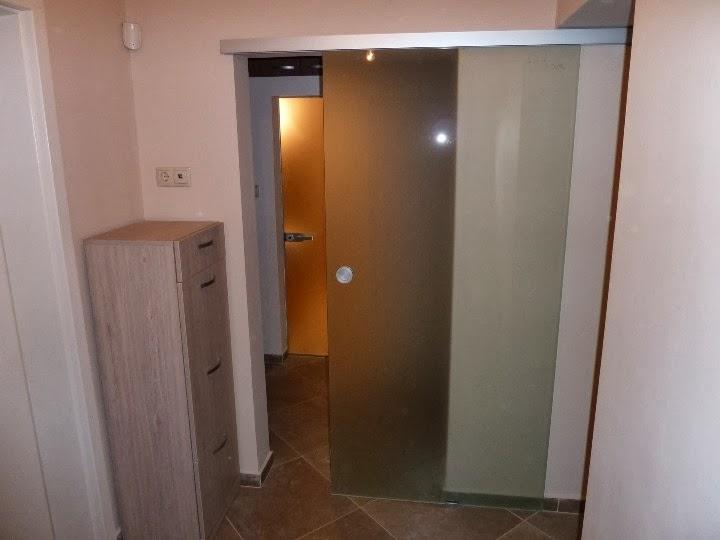 Плъзгаща се стъклена врата