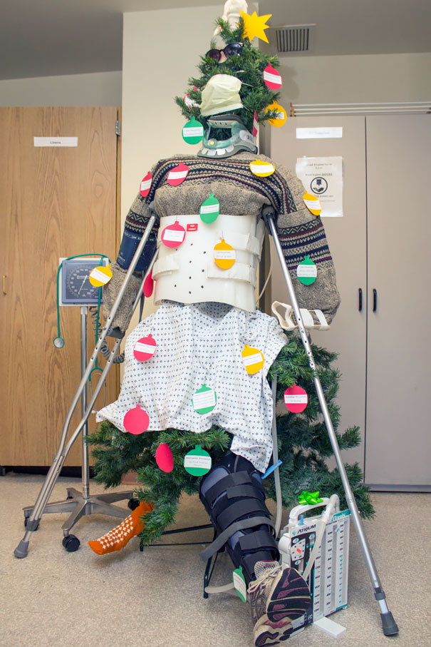 Creative Ideas For Christmas Decorations By A Hospital's Medical Staff - Oh, Christmas Tree