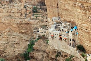 Monasterio en el acantilado