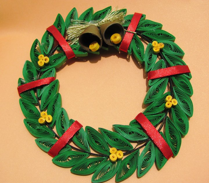Decorating Ideas > Christmas Special  Paper Quilling Christmas Wreath  ~ 082720_Christmas Decoration Craft Work