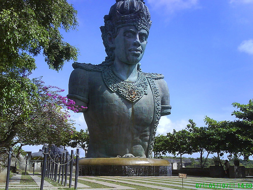 http://1.bp.blogspot.com/-EoOk0PZEoIQ/T09d_l-Xw4I/AAAAAAAABPc/iK-mHbkqajw/s1600/GWK+Bali.jpg