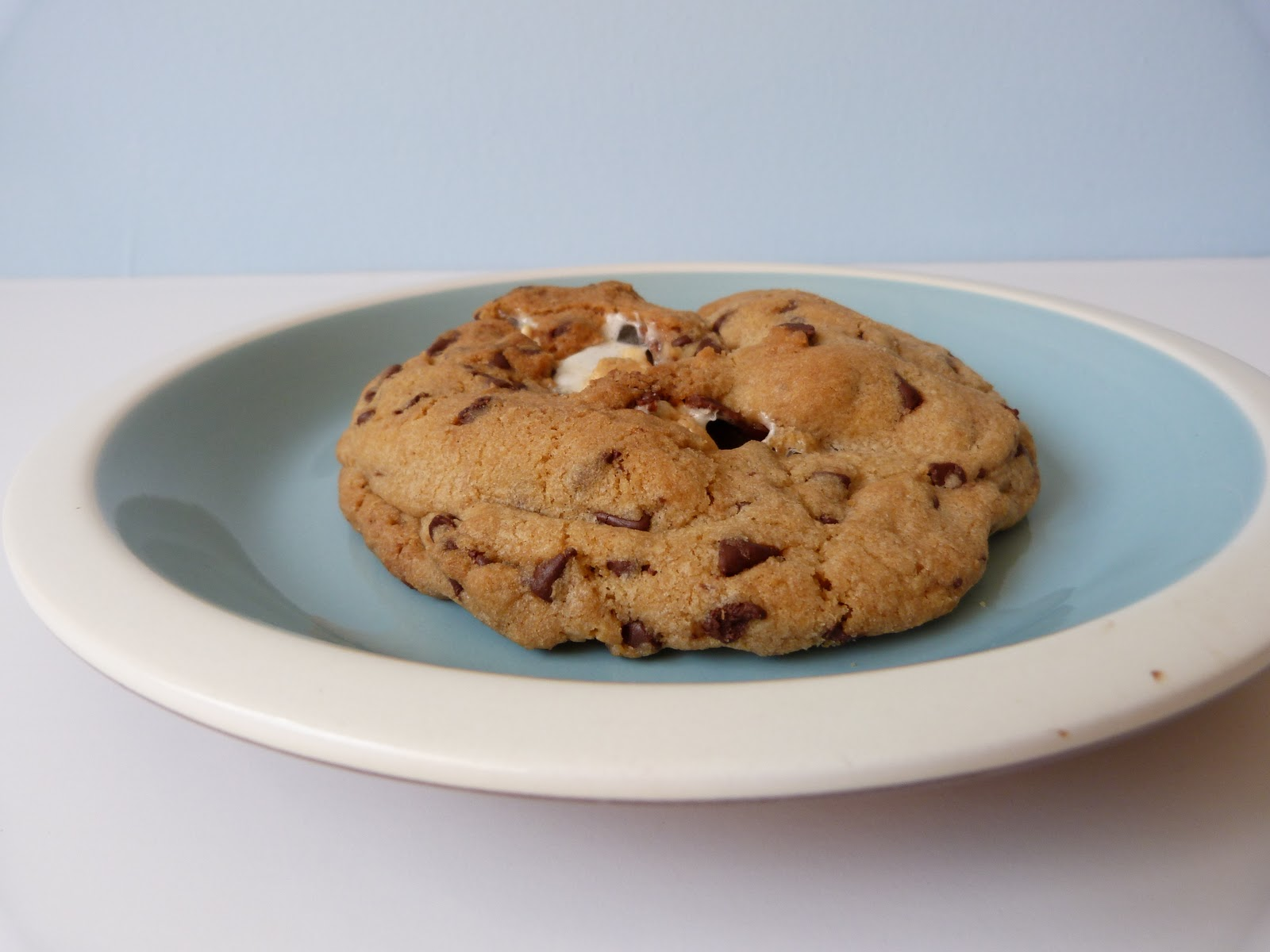 Sherpa's Wonderin's: S'mores Stuffed Chocolate Chip Cookies!