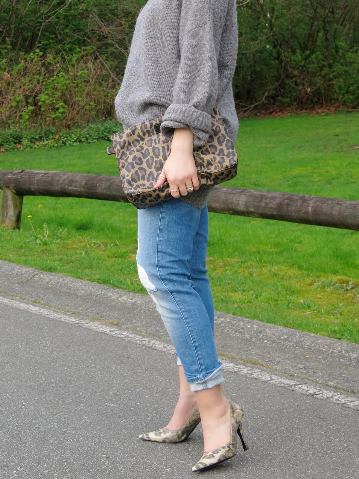 oversized grey sweater, boyfriend jeans, leopard clutch, and pumps