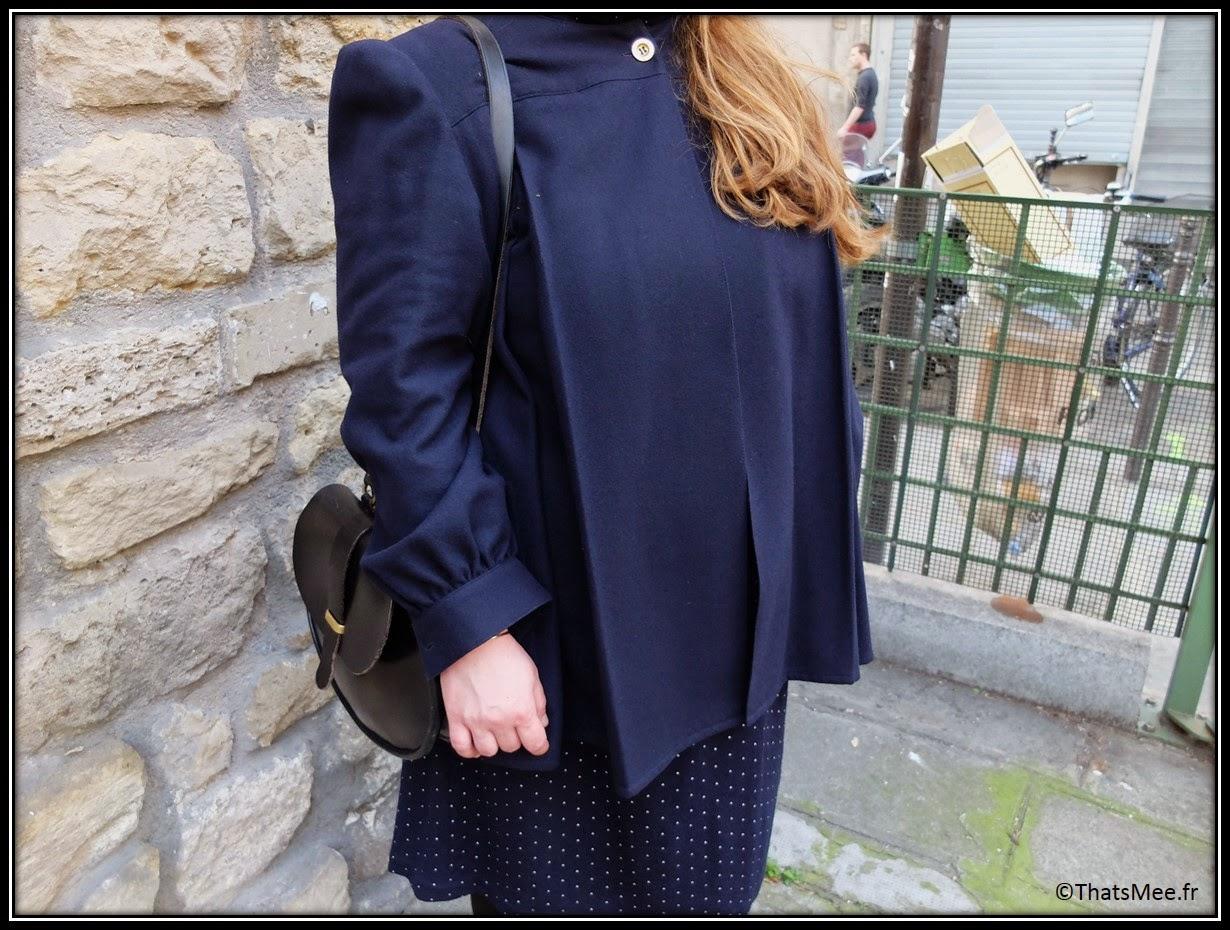 Karina Bisch artiste, Manteau - coat vintage KRIZIA, robe - dress à pois bleu marine Comme des Garçons from the 80s, besace - bag ATELIER EB , baskets-  sneakers Nike ID lepoard