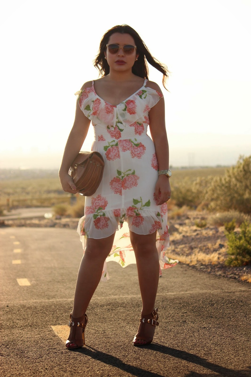 golden hour photography, white floral dress, how to dress a curvy body, latina style blogger