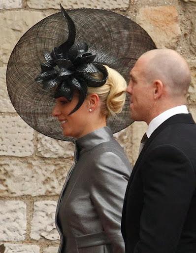 Зара Филипс с черна шапка с огромна периферия на кралската сватба