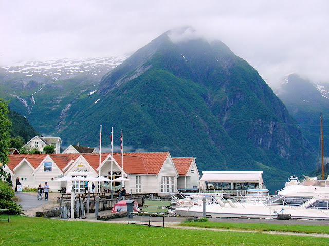 The charming port of Balestrand.