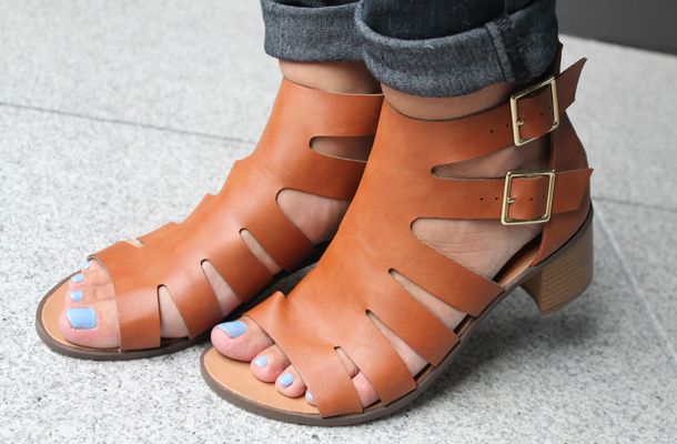 Glamorous brown leather sandals